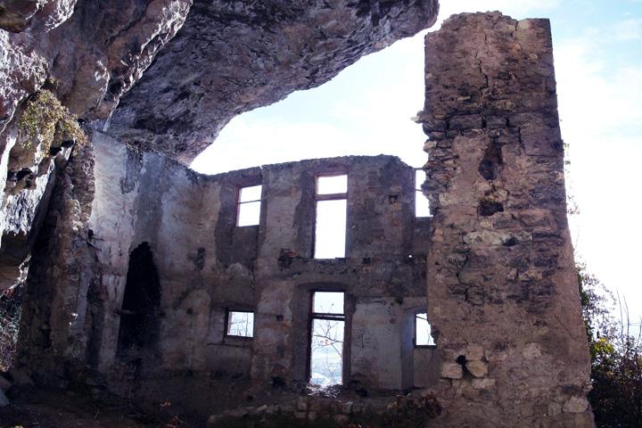 Castel san gottardo siti home castelli del trentino for Disegni semplici della casa del bungalow
